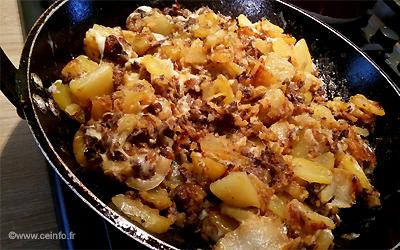 Recette Reste de grillade - Poêlée viande, oignons, pommes de terre