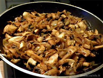 Recette Poêlée de champignons aux oignons caramélisés