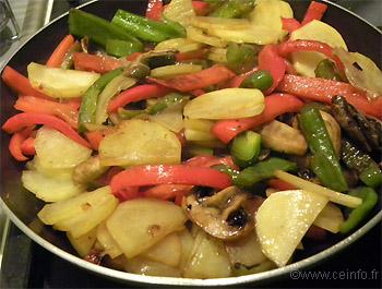 Recette Poêlée poivrons, tomates, champignons et pommes de terre