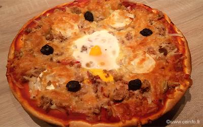 Recette Pizza thon, poivron, champignons, chèvre et oignon