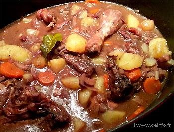 Recette Poulet au vin rouge et ses pommes de terre
